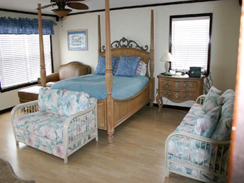 Master bedroom of Isle Call - Gulf Shores Beach House for Rent